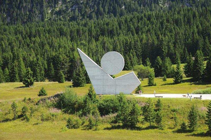 P64 65 resistance2 monument stylise%c2%a6%c3%bc